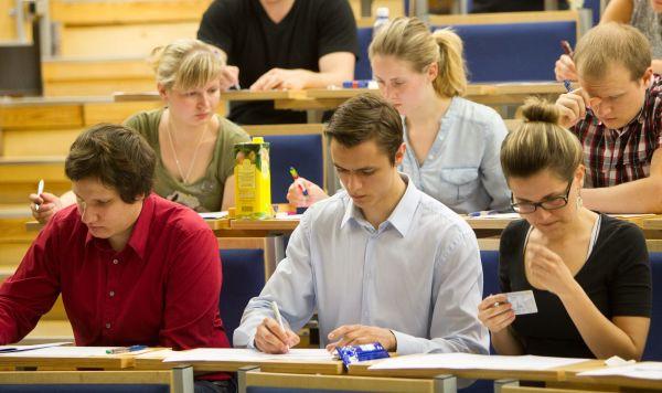 Образование в Латвии: повышаются показатели, а качество падает (Александр Шамров)