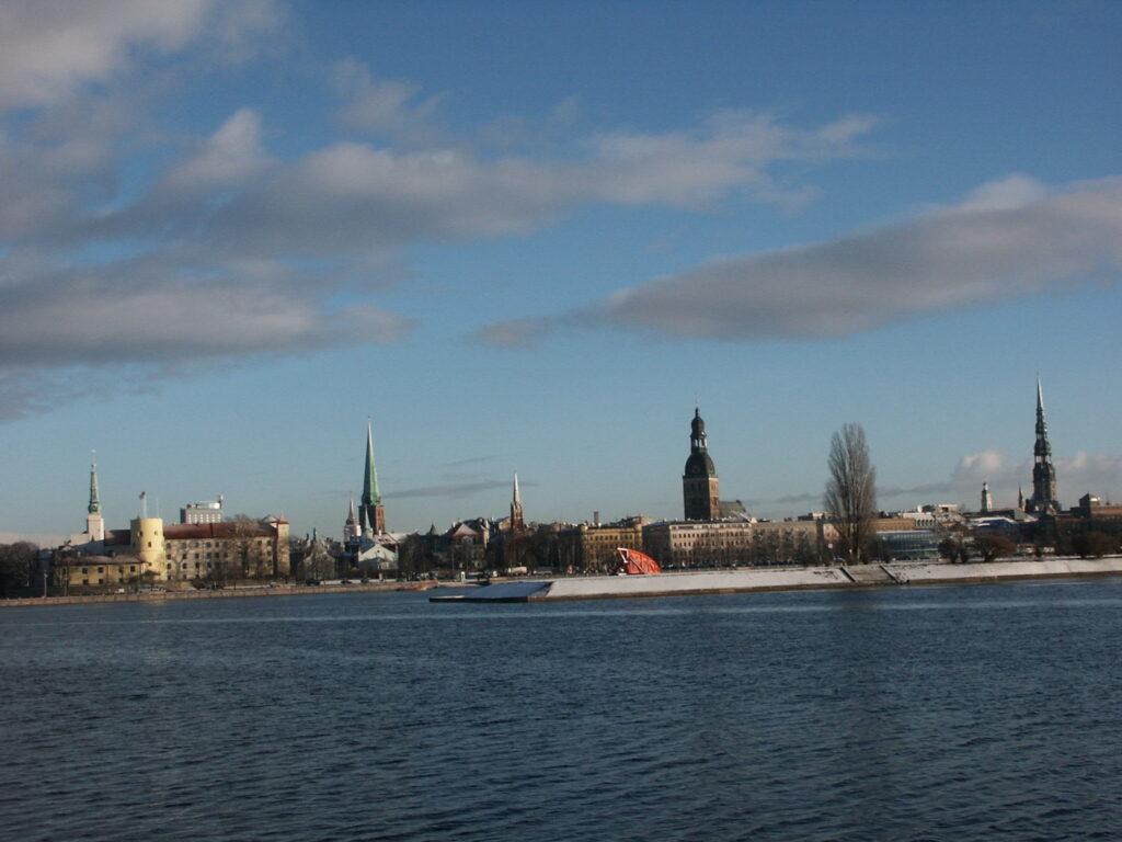 Комиссар СЕ отслеживает ситуацию с русскоязычными журналистами в Латвии