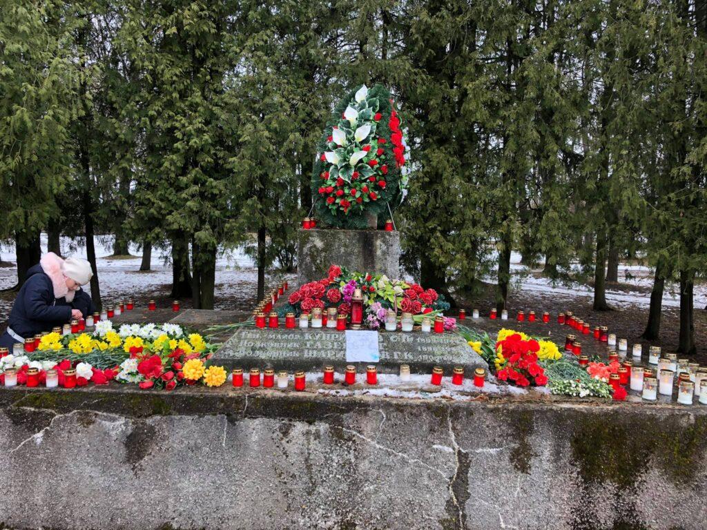 Разрушен и украден памятник-пушка в Екабпилсе: «Это реванш неонацизма!»