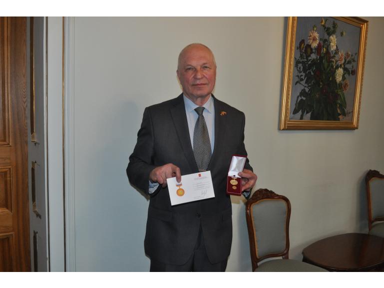 О награждении общественного деятеля В.Б.Соколова
