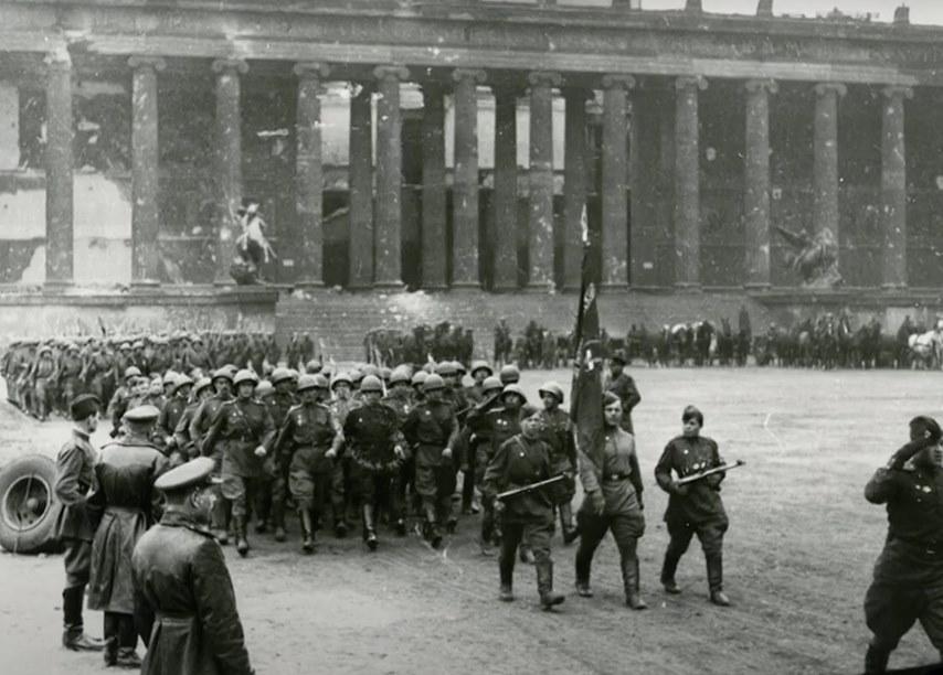 Самый первый Парад Победы советских войск в Берлине 4 мая 1945 года